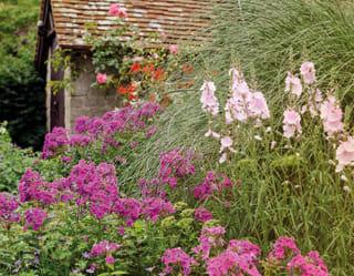 Garden in bloom at Belmond Le Manoir aux Quat'Saisons, hotel in Oxfordshire