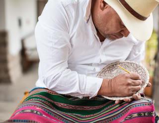 Pintura en cerámica en Cusco