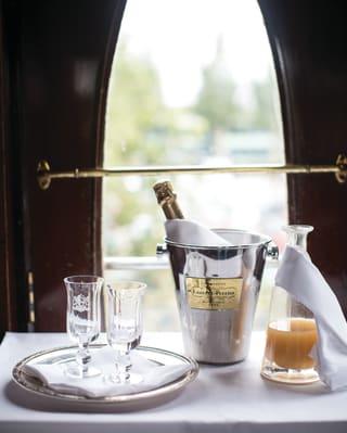 Bouteille de Champagne à bord du Belmond British Pullman